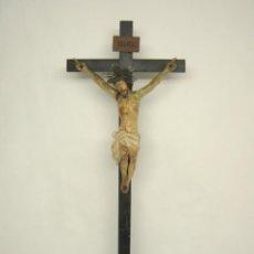 Arte: 75 CM - CRUCIFIJO S.XVIII . TALLA DE MADERA POLICROMADA CON POTENCIAS PLATA - CRISTO CRUCIFICADO . Lote 126643623