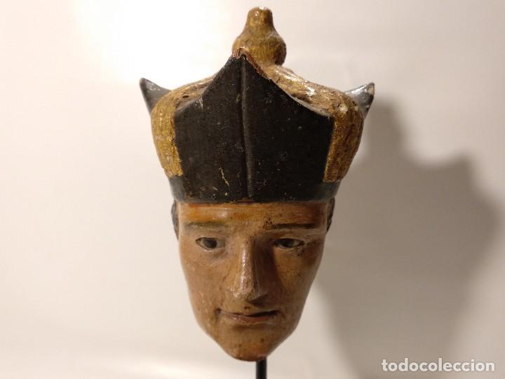 ANTIGUA TALLA DE MADERA CABEZA DE OBISPO POLICROMADA CON LOS OJOS DE CRISTAL S.XVIII-XIX (Arte - Arte Religioso - Escultura)