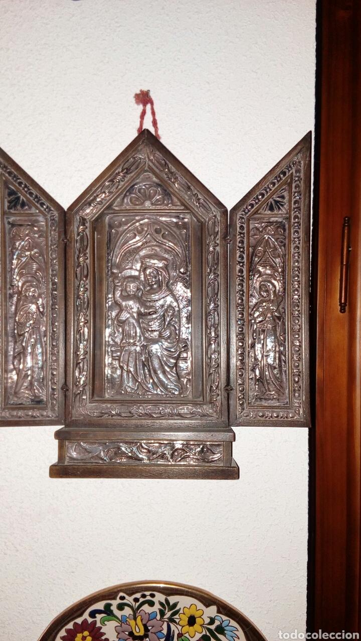 TRÍPTICO EN PLATA DE LEY Y MADERA DE NOGAL (Arte - Arte Religioso - Trípticos)