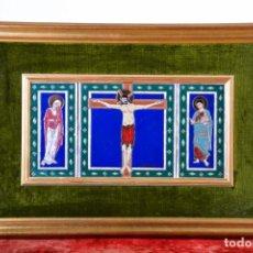 Arte: TRÍPTICO DE AZULEJOS DE CERÁMICA - CRISTO EN LA CRUZ - CON FIRMA DE AUTOR, MARCO DORADO, TERCIOPELO. Lote 128704359