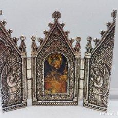 Arte: BONITO TRÍPTICO RELIGIOSO PARA ALTAR EN METAL PLATEADO DE UN SANTO.. Lote 128832555