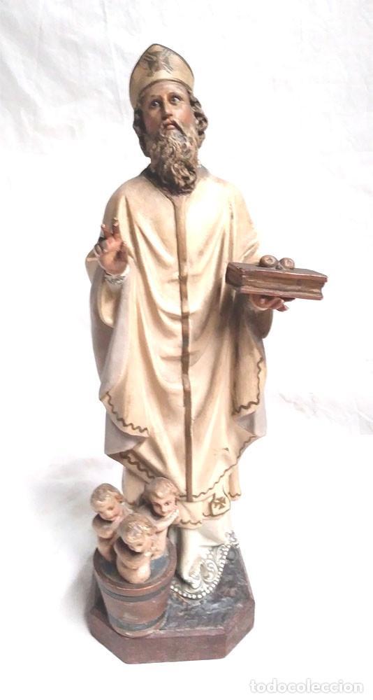 SAN NICOLÁS DE BARI AÑOS 50 SELLO OLOT, OJOS CRISTAL, ESTUCO POLICROMADO. MED. 32 CM (Arte - Arte Religioso - Escultura)