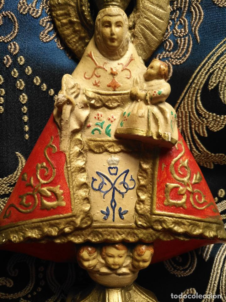 VIRGEN DE COVADONGA DE PASTA TIPO OLOT SIN SELLO - NIÑO JESUS PEANA ANGELOTES VER FOTOS Y MEDIDAS (Arte - Arte Religioso - Escultura)