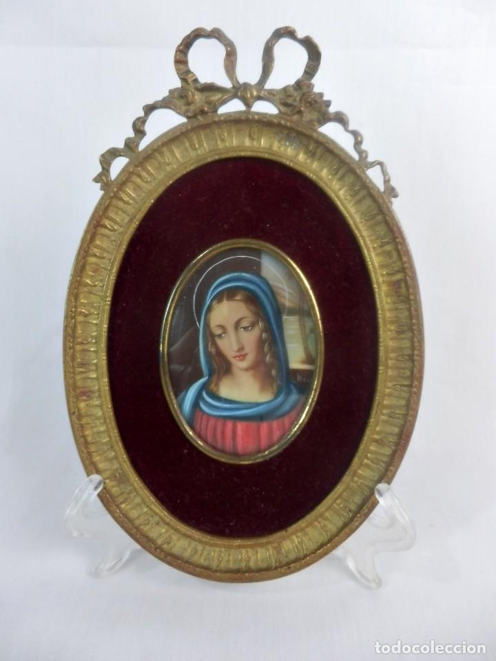 ESCUELA FRANCESA S XIX MINIATURA PINTADA SOBRE CELULOIDE VIRGEN MARIA EN MARCO DE BRONCE (Arte - Arte Religioso - Pintura Religiosa - Oleo)