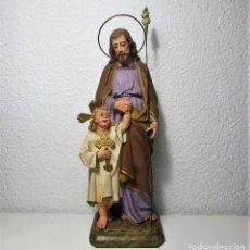 Arte: ANTIGUA FIGURA EN ESCAYOLA DE SAN JOSÉ CON EL NIÑO JESÚS TIPO OLOT. Lote 130439330