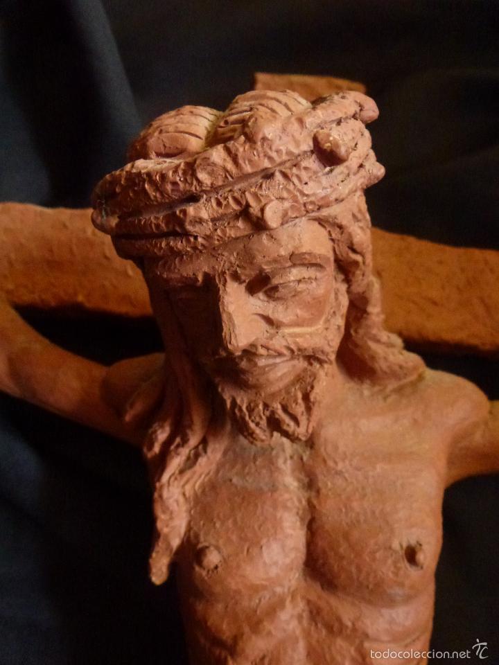 Arte: Cruz, Crucifijo realizado en terracota. Pieza de autor. Ramon Camps Alier - Foto 3 - 130733509