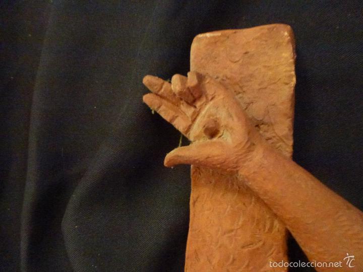 Arte: Cruz, Crucifijo realizado en terracota. Pieza de autor. Ramon Camps Alier - Foto 4 - 130733509