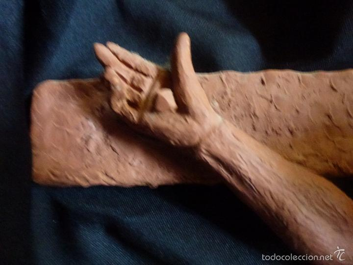 Arte: Cruz, Crucifijo realizado en terracota. Pieza de autor. Ramon Camps Alier - Foto 5 - 130733509