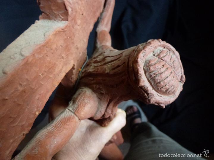 Arte: Cruz, Crucifijo realizado en terracota. Pieza de autor. Ramon Camps Alier - Foto 10 - 130733509