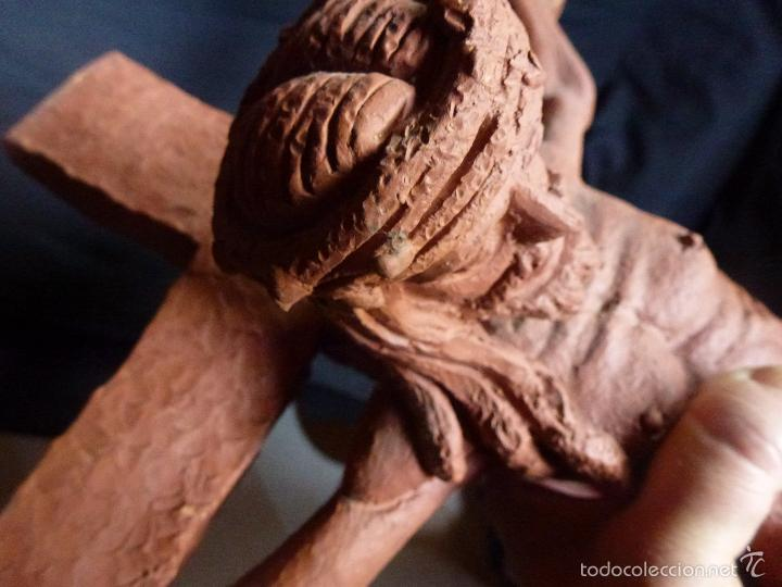 Arte: Cruz, Crucifijo realizado en terracota. Pieza de autor. Ramon Camps Alier - Foto 11 - 130733509