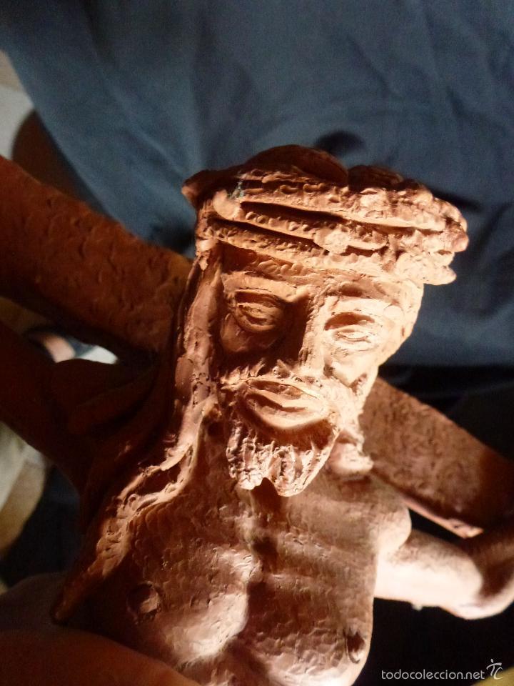 Arte: Cruz, Crucifijo realizado en terracota. Pieza de autor. Ramon Camps Alier - Foto 13 - 130733509