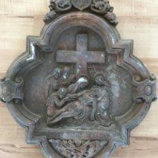Arte: XIII PASO VIA CRUCIS DE SETMANA SANTA EN ESTUCO DE LOS TALLERES DE OLOT. DESCENDIMIENTO DE LA CRUZ. Lote 131155840