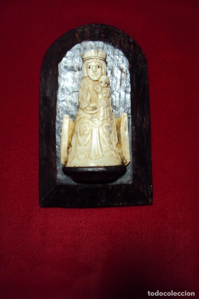 VIRGEN ROMÁNICA CON NIÑO TALLA EN HUESO (Art - Religious Art - Sculpture)