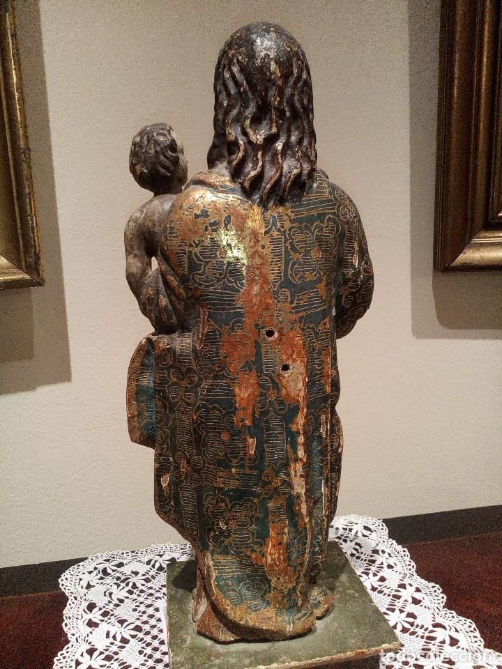 Arte: Imagen talla virgen con niño y bola madera tallada y policromada circa SXVI. Bello manto y colores. - Foto 4 - 132526586
