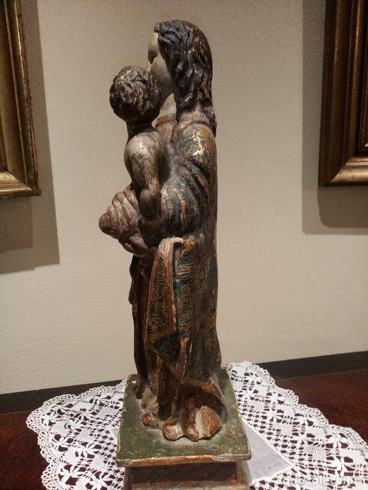 Arte: Imagen talla virgen con niño y bola madera tallada y policromada circa SXVI. Bello manto y colores. - Foto 5 - 132526586