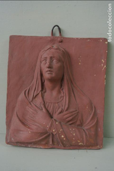 ANTIGUO PLAFON BAJORRELIEVE MODERNISTA EN TERRACOTA. VIRGEN (Arte - Arte Religioso - Escultura)
