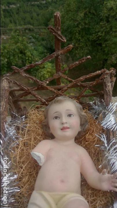 Arte: Antiguo niño Jesus de escayola ''de Olot'' con ojos de cristal, con cuna - Foto 3 - 132907826