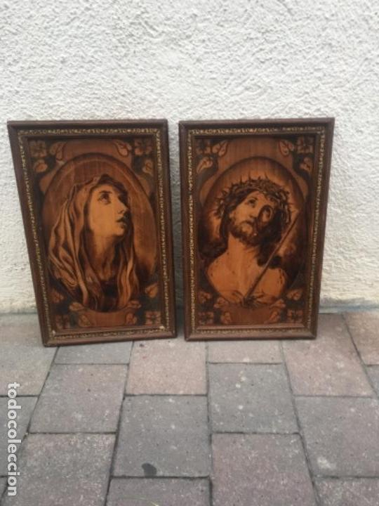 DOS CUADROS RELIGIOSOS PIROGRABADO SOBRE MADERA (Arte - Arte Religioso - Pintura Religiosa - Otros)