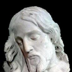 Arte: ANTIGUA ESCAYOLA DEL ESCULTOR NAVARRETE, DE LA CARA DE CRISTO. FIRMADA.35X32X18CM. Lote 121323531