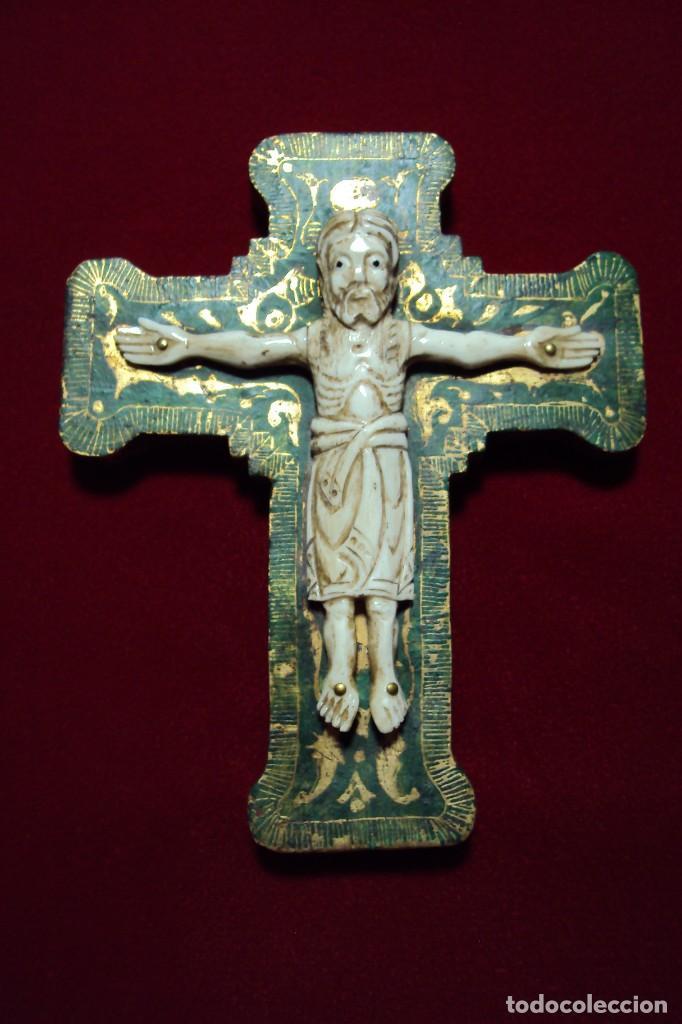 Arte: Crucifijo - Cristo estilo románico talla en hueso - Foto 2 - 134931890