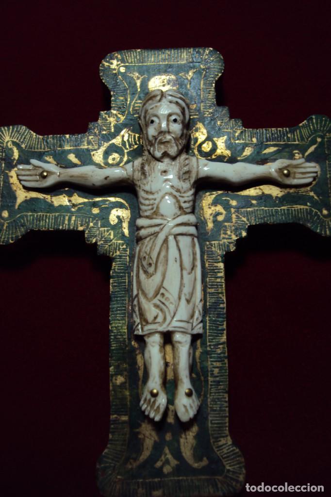 Arte: Crucifijo - Cristo estilo románico talla en hueso - Foto 3 - 134931890