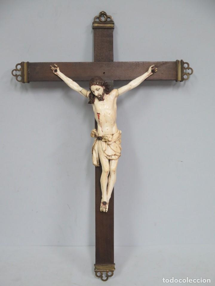 MAGNIFICO CRISTO HISPANOFILIPINO DE MARFIL. SIGLO XVII-XVIII. GRAN TRATAMIENTO ANATOMIA (Arte - Arte Religioso - Escultura)