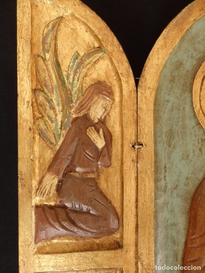 Arte: Antiguo tríptico en madera tallada, policromada y dorada. 50 x 44 cm. - Foto 5 - 136314282