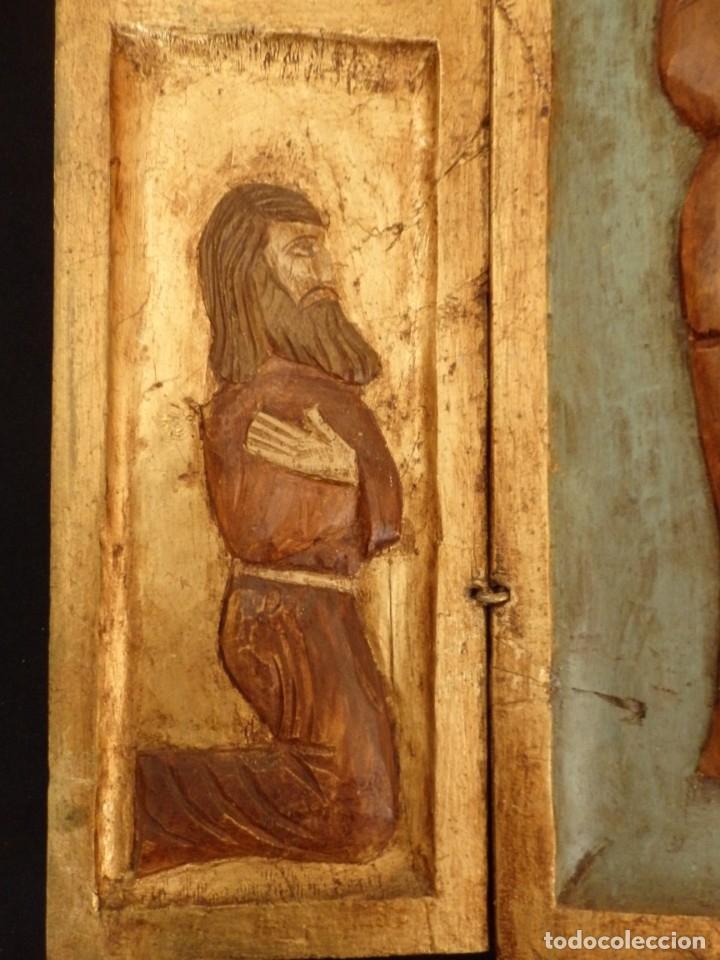 Arte: Antiguo tríptico en madera tallada, policromada y dorada. 50 x 44 cm. - Foto 6 - 136314282