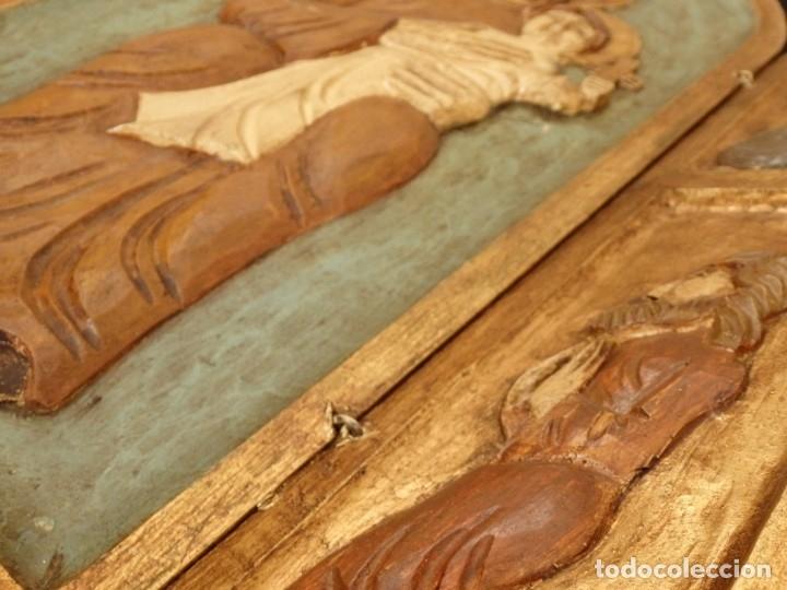 Arte: Antiguo tríptico en madera tallada, policromada y dorada. 50 x 44 cm. - Foto 11 - 136314282