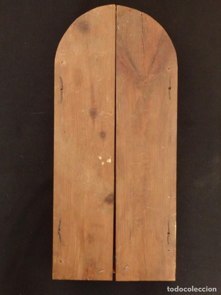 Arte: Antiguo tríptico en madera tallada, policromada y dorada. 50 x 44 cm. - Foto 12 - 136314282