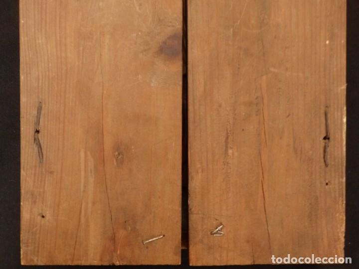 Arte: Antiguo tríptico en madera tallada, policromada y dorada. 50 x 44 cm. - Foto 14 - 136314282