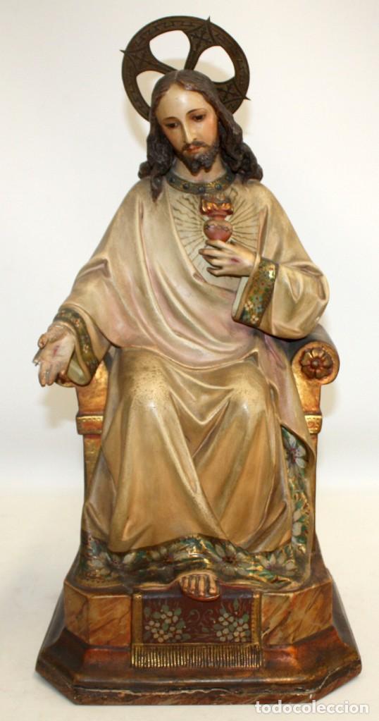 ROSENDO OLIVELLA (BARCELONA, 1872 - 1960) SAGRADO CORAZON EN ESTUCO POLICROMADO. CIRCA 1920 (Arte - Arte Religioso - Escultura)