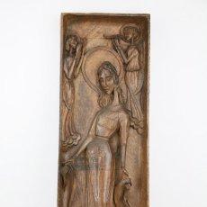 Arte: RELIEVE RELIGIOSO EN MADERA TALLADA - VIRGEN MARÍA CON ÁNGELES Y QUERUBINES - MED. 21,5 X 5 X 68 CM. Lote 136770906