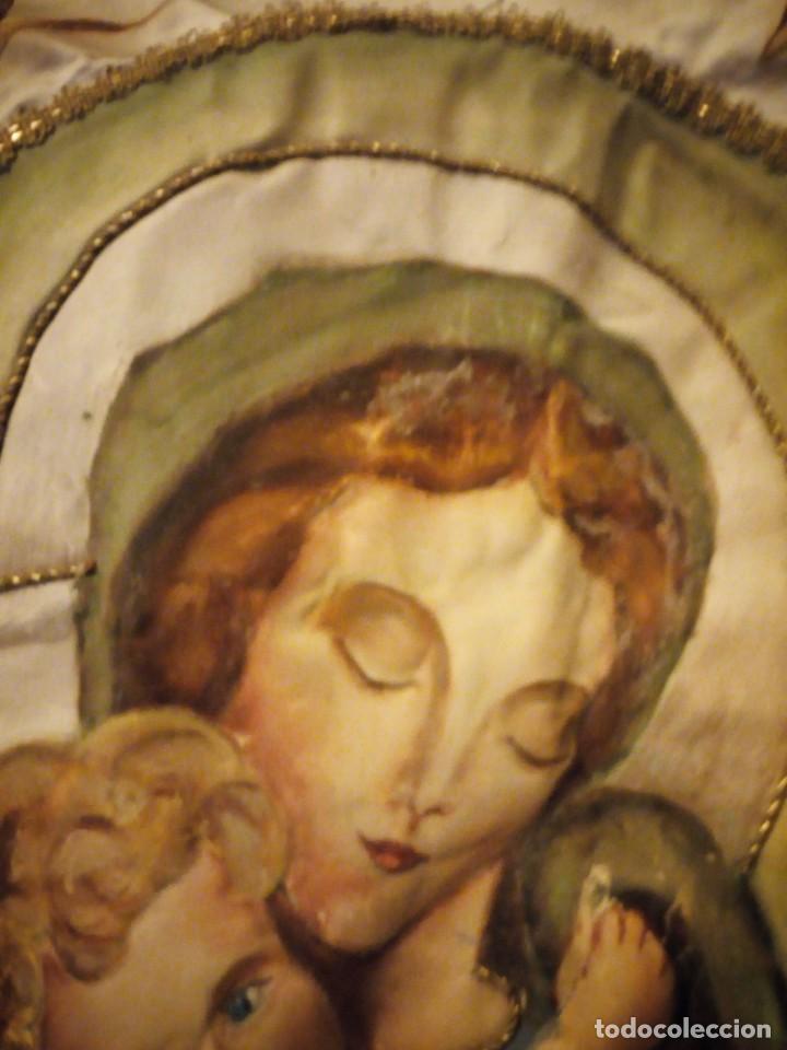 Arte: virgen ave maría pintada en oleo sobre raso,y con bordados a mano de hilo dorado metálico, - Foto 4 - 137249802