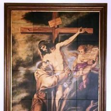Arte: MUY IMPORTANTE CUADRO MOSAICO DE AZULEJOS. CRISTO CRUCIFICADO. ABRAZO DE SAN FRANCISCO. S XX.. Lote 137514630