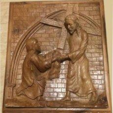 Arte: RELIVE, ALTORRELIEVE MADERA TALLADA. LA VERÓNICA ENJUGA EL ROSTRO DE JESÚS. ARTE RELIGIOSO.. Lote 137610954