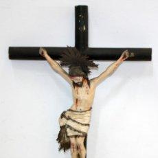 Arte: BONITO CRISTO ISABELINO DE MADERA CON CRUZ Y ELEGANTE PAÑO.. Lote 151451096