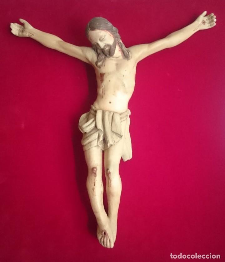 CRUCIFIJO DE TALLA DE MADERA POLICROMADA S.XIX 40 X 35 CM. (Arte - Arte Religioso - Escultura)