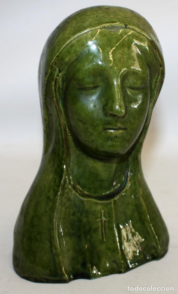 BUSTO DE LA VIRGEN DE EPOCA MODERNISTA EN CERAMICA VIDRIADA. CIRCA 1910 (Arte - Arte Religioso - Escultura)