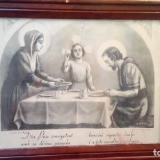 Arte: ANTIGUO CUADRO RELIGIOSO DE LÁMINA DE LA SAGRADA FAMILIA PARA VENDECIR LA MESA AÑOS 10-20. Lote 140950618
