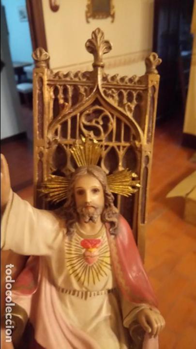 Arte: Antiguo Cristo Rey / Sagrado Corazón sentado en trono de escayola de los años 30-40 - Foto 3 - 158688808