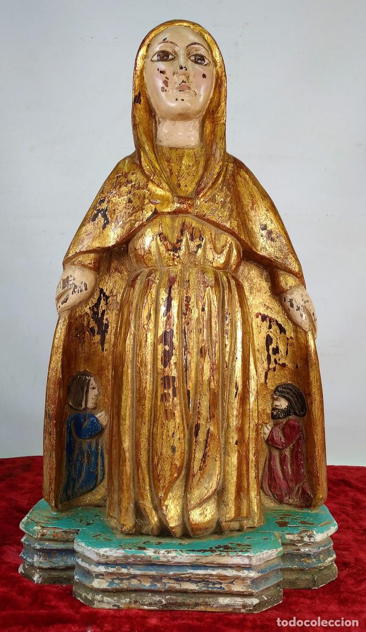 VIRGEN PROTECTORA. MADERA TALLADA. POLICROMADA Y DORADA. ESTILO ROMÁNICO. ESPAÑA. XX (Arte - Arte Religioso - Escultura)