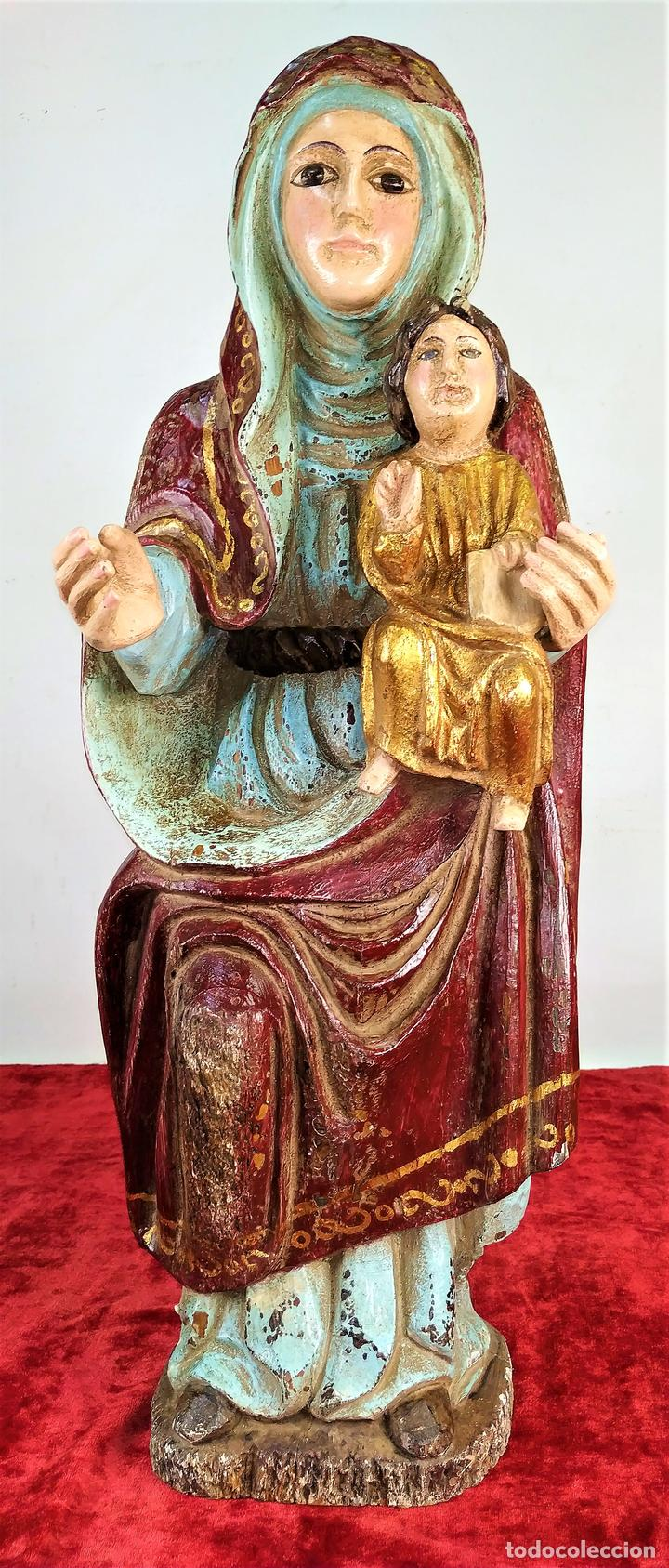 VIRGEN MARIA CON EL NIÑO. MADERA TALLADA Y POLICROMADA. ESTILO NEO-ROMÁNICO. ESPAÑA. XX (Arte - Arte Religioso - Escultura)