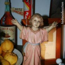 Arte: IMAGEN DE NIÑO JESÚS CLAMANDO, TIPO OLOT ARTE CRISTINAO, SELLO ILEGIBLE, FOTOS.40 CMS. DE ALTO. Lote 143695958
