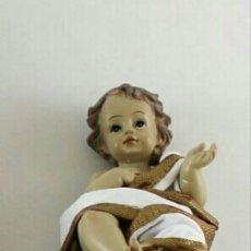 Arte: BELLÍSIMO NIÑO JESUS CON TÚNICA CREMA Y ORO EN RESINA POLICROMADA.UNA BELLEZA! 12CM. Lote 145441533