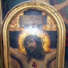 Arte: CRISTO EN LA CRUZ, OLEO SOBRE TABLA, 66,5 X 50 CON MARCO, MADERA CON ESTUCO Y DECORACION SIGLO XIX. Lote 145975606