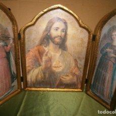 Arte: TRÍPTICO EN MADERA Y CON HERRAJES DE HIERRO DEL SAGRADO CORAZÓN Y AL LADO ÁNGELES TOCANDO MÚSICA . Lote 146106402