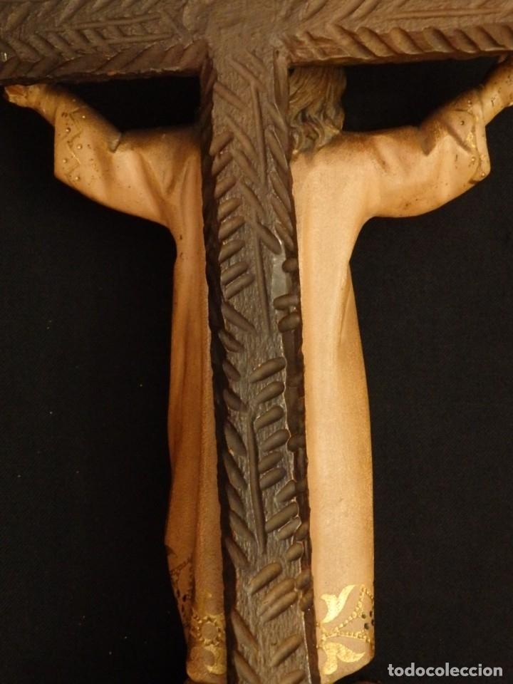 Arte: Niño Jesús en la cruz. Escultura de madera tallada y policromada. 35 cm. Hacia 1900. - Foto 14 - 146307534