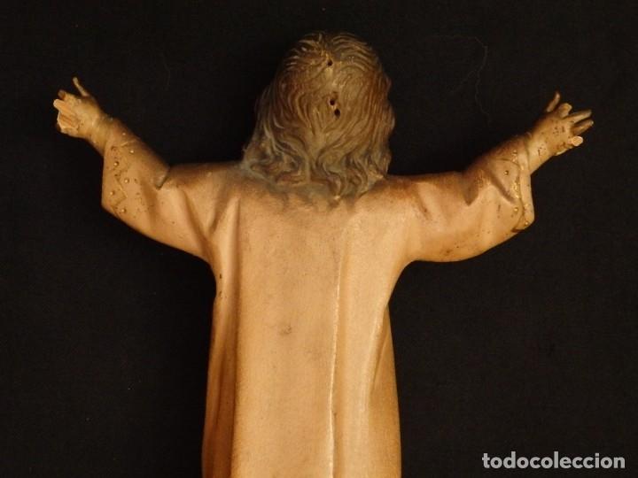 Arte: Niño Jesús en la cruz. Escultura de madera tallada y policromada. 35 cm. Hacia 1900. - Foto 17 - 146307534