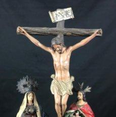 Arte: JESÚS CON MARÍA Y JUAN EN EL CALVARIO ESCULTURA EN PLOMO POLICROMADA S.G.XVII. Lote 146457842